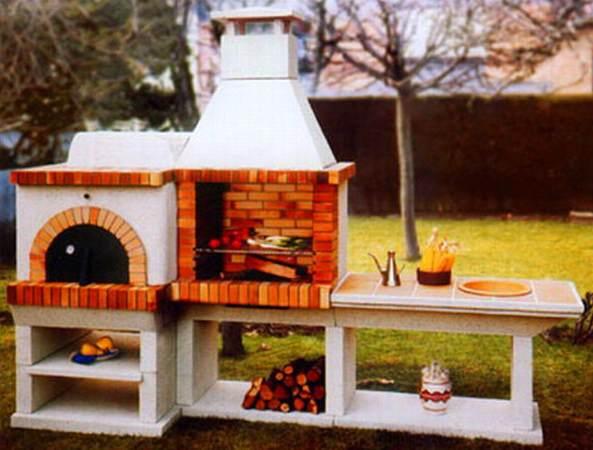 Фото многофункционального кирпичного барбекю на даче